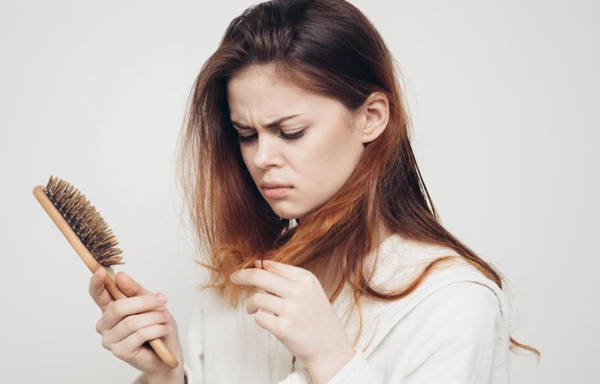 Caída del cabello y tres posibles causas 👦👧