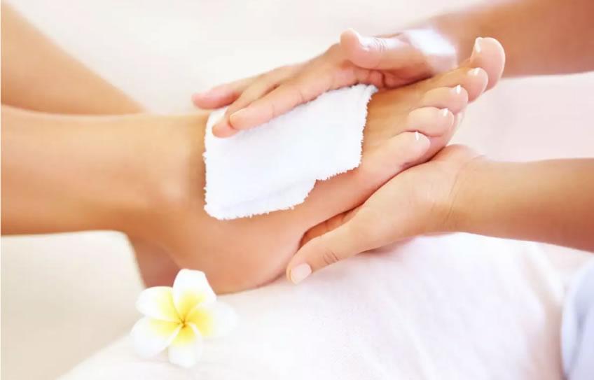 La úlcera en los pies y tratamiento con medicina natural 🦶